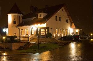 Hotel Willa Krzyska nocą